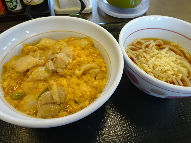 なか卯の親子丼はつゆダクでトロ美味い!