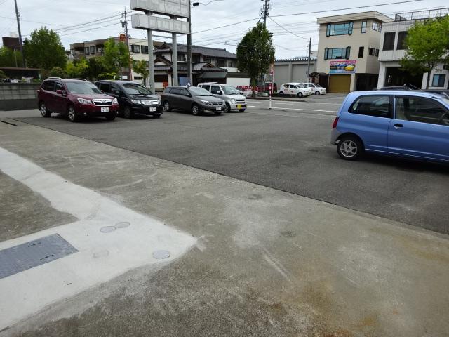 富山市根塚町 プチロール駐車場