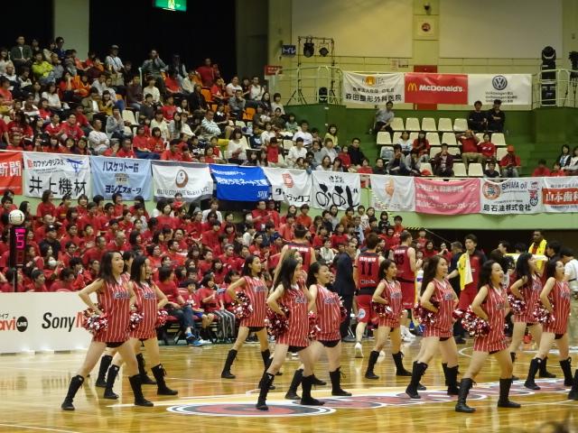 専属ダンスチーム G.O.W