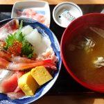海鮮屋まるなんの海鮮丼はめっちゃお得!お客さんいっぱいだぞーー!