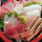 射水市 海鮮処くるみの海鮮丼はぴっかぴか!はみ出さないように盛るのが富山人らしいな♪
